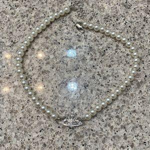 Vivienne westwood mini bas relief orb pearl choker